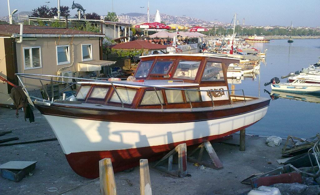 http://www.fotoio.com/logos/boatist1.jpg